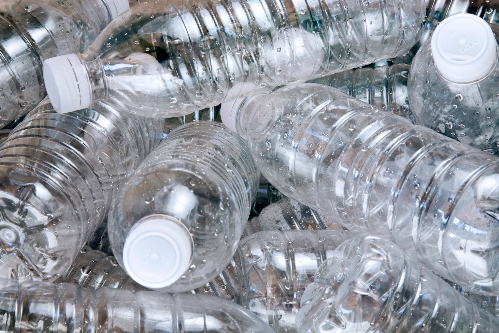 chai nhựa bị cấm tại trường học anh