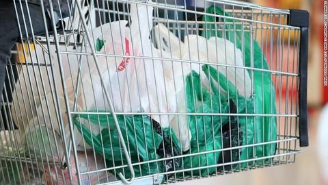 Túi nhựa dùng 1 lần tại siêu thị