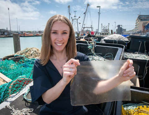 Nhựa sinh học làm từ da cá và tảo